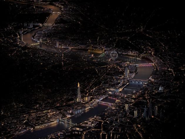 【新闻图片】昕诺飞点亮伦敦15座标志性桥梁,助力打造全球最长的公共艺术作品